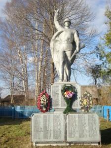 Памятник в деревне Жадрицы.