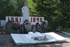 Памятник в деревне Дубровы